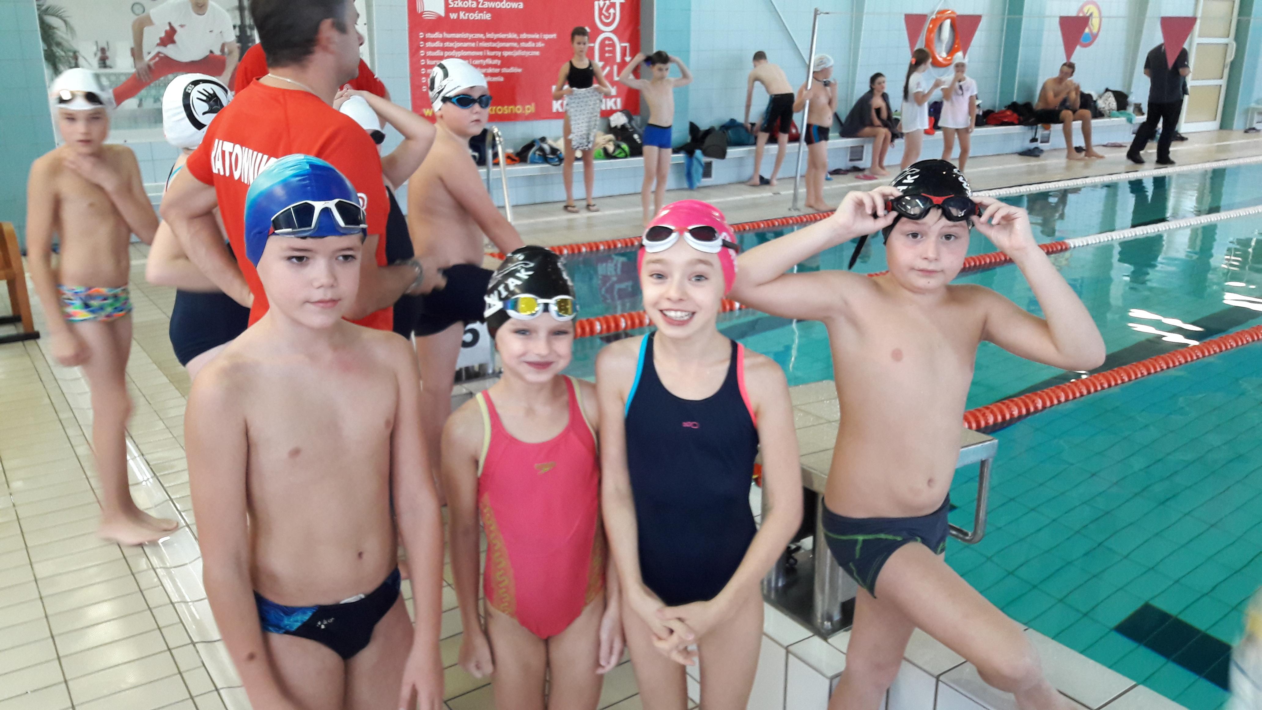 W niedzielę 6 listopada br drużyna pływacka brzozowskiego MOSiR u udała się do Ustrzyk Dolnych na I zawody Drugiej Edycji Podkarpackiej Ligi Pływackiej